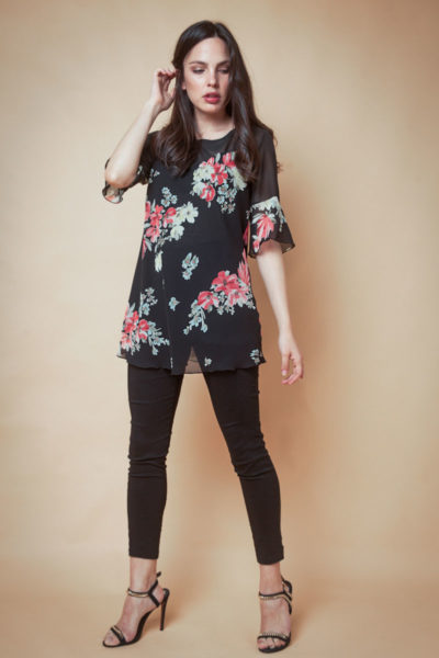 Blusa Floreada combinada en dos tipos de gasa y con forrería.Cómoda , venta de ropa por mayor en Flores. Fabricantes de Vestidos , Blusas y Remeras.