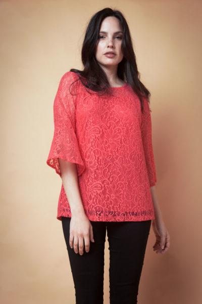 Blusa de encaje con Volados y Mangas Acampanadas.Cómoda , venta de ropa por mayor en Flores. Fabricantes de Vestidos , Blusas , Palazzos y Remeras.