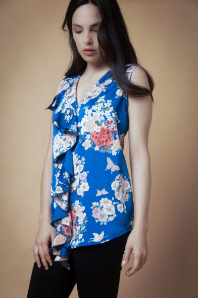 Blusa Volado en bubble satén sin manga. Cómoda , venta de ropa por mayor en Flores. Fabricantes de Vestidos , Blusas , Palazzos y Remeras.
