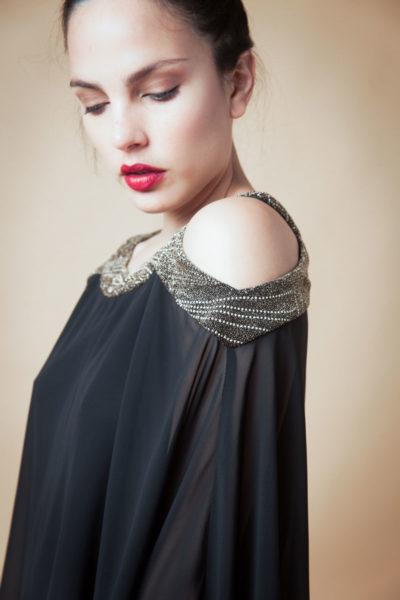 Blusa de gasa combinado en cuello con brillo. Forrería en poliset.Cómoda , venta de ropa por mayor en Flores. Fabricantes de Vestidos , Blusas y Palazzos.