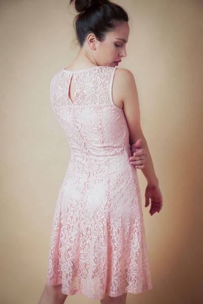 Vestido de encaje corto , elegante sin manga acampanado.Cómoda , venta de ropa por mayor en Flores. Fabricantes de Vestidos , Blusas , Palazzos y Remeras.