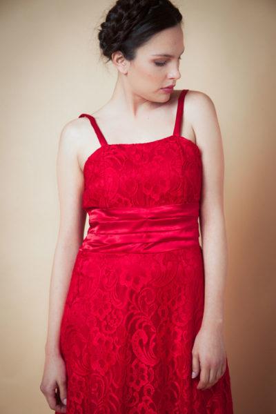 Vestido encaje . Combinado con raso. Cómoda , venta de ropa mayorista en el barrio de Flores. Fabricantes de Vestidos , Blusas , Enteritos y Palazzos.