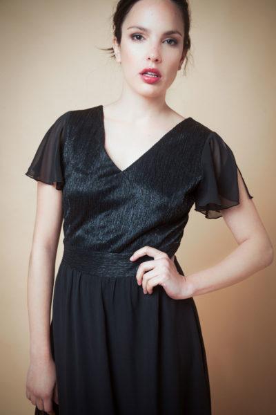 Vestido en gasa combinada y hombro abierto.Cómoda , venta mayorista en el barrio de Flores . Fabricantes de Vestidos , Blusas , Palazzos